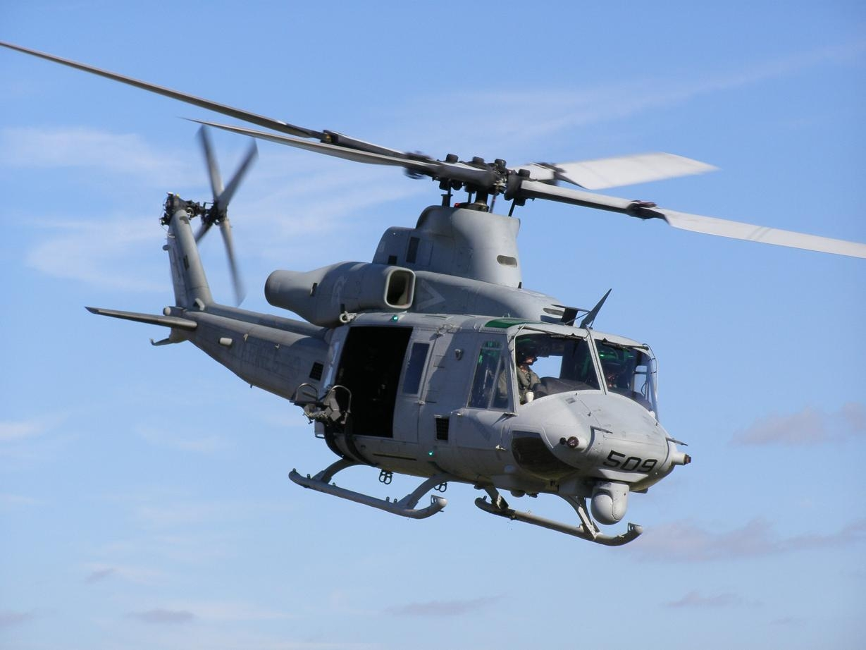 hueys helicopter with Helicopters on Ah 1w Super Cobra likewise Vietnam Air Force Helicopter Crashes In Hcmc Crew Dead 38125 in addition H AH 1 Cobra Helicopters as well 85 5536 besides Showthread.